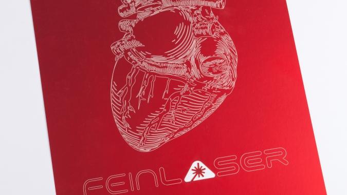 Lasergravur Herz auf rotem Papier A4